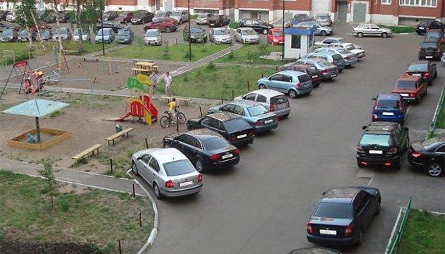 Минрегион хочет запретить автостоянки в жилых кварталах