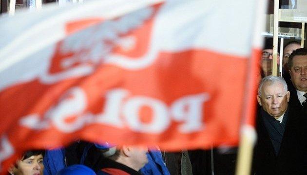 Чорна П'ятниця для правлячої у Польщі партії