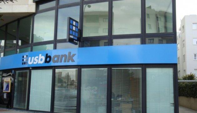 Фонд гарантування продовжив виплати вкладникам двох банків