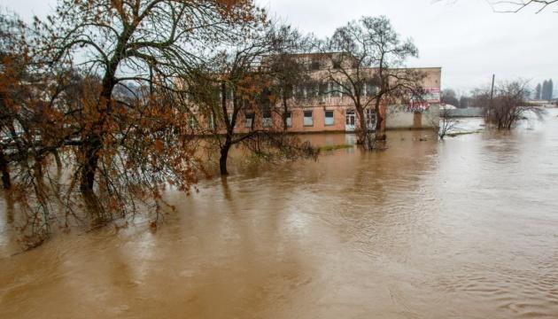 У Китаї через масштабні паводки евакуювали понад 50 тисяч осіб