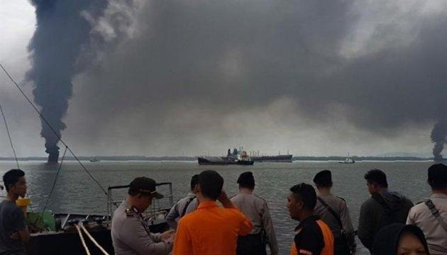 В Індонезії загорілося розлите в морі пальне, четверо загиблих