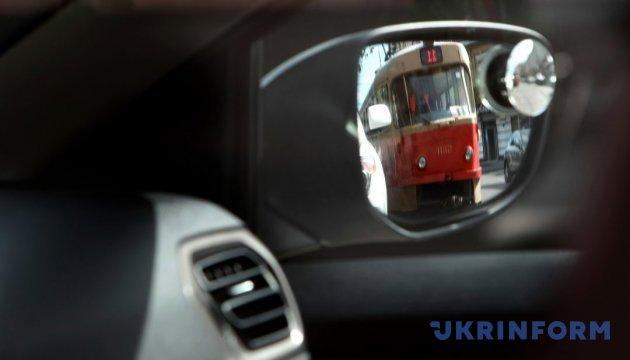 У Києві через аварію на водогоні обмежили рух на двох вулицях