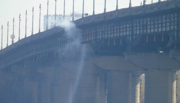 Рух мостом Патона обмежили через аварію у мережі Київенерго