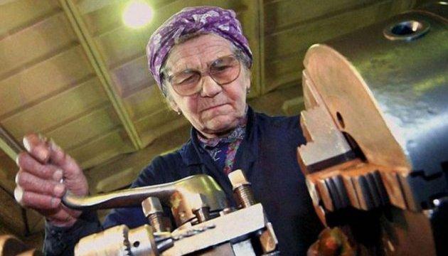Як адепти «зубожіння» працюючим пенсіонерам пенсії «скасували»