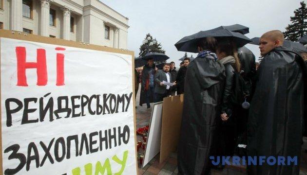 Студенты медуниверситета требуют под Радой вернуть Амосову