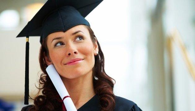 Експерти з'ясували, чим приваблює українців вища освіта