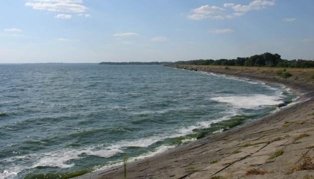 В Днипровское и Каховское водохранилища запустили более 11 тонн мальков рыбы