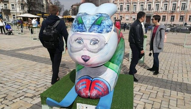 Pysanka-Festival auf dem Sophienplatz in Kiew - Fotos