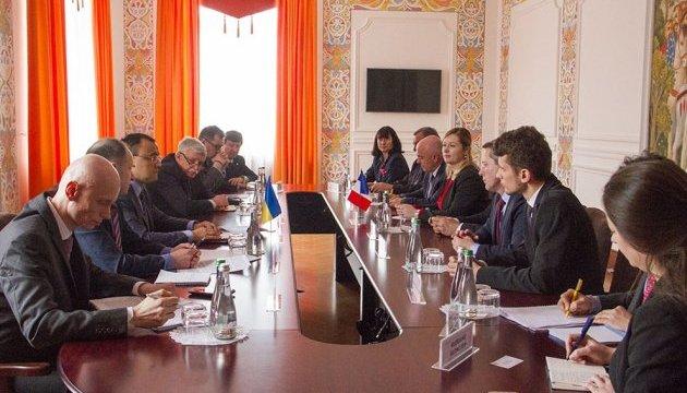 Французькі парламентарії після поїздки на Донбас обіцяють розповідати про дії РФ