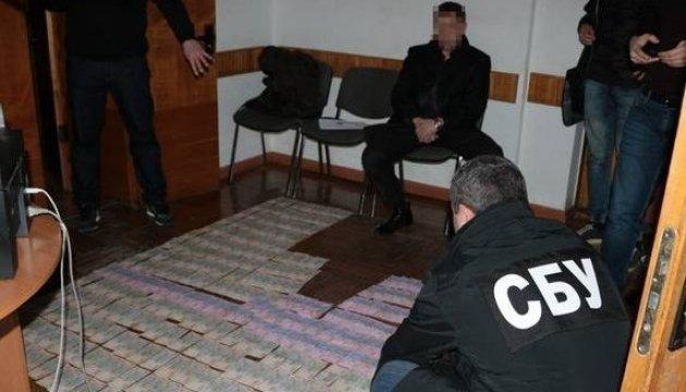 СБУ затримала на хабарі підполковника поліції