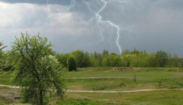 В Україну йде атмосферний фронт з дощами і похолоданням – синоптик