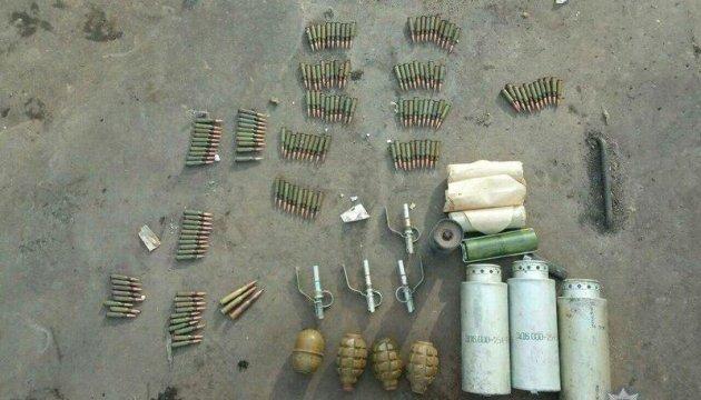 Житель Авдіївки знайшов біля смітника торбу з гранатами і набоями