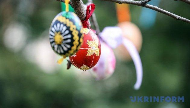 Фарбуємо яйця до Великодня: еко-поради. Інфографіка