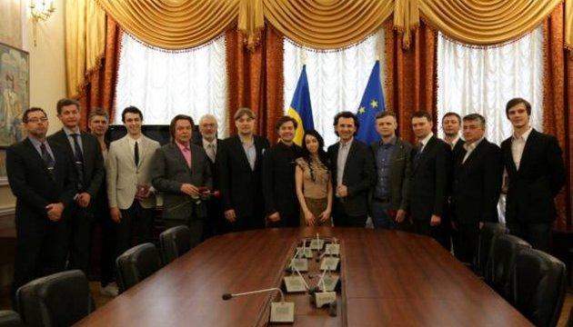 Нищук вручив державні нагороди українським митцям