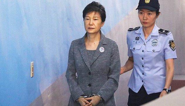 Экс-президента Кореи таки посадили на 20 лет за коррупцию