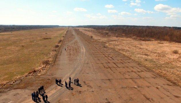 Омелян оглянув потенційні місця для аеропорту на Закарпатті