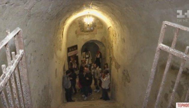 Туристів пустили в катакомби Тернополя