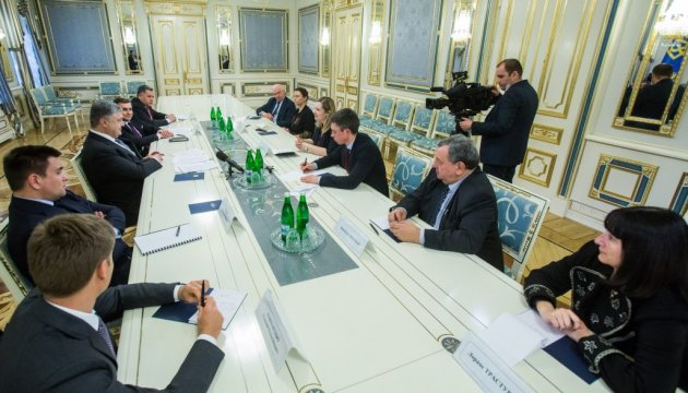 Poroshenko warns French lawmakers against contacts with occupation authorities in Crimea