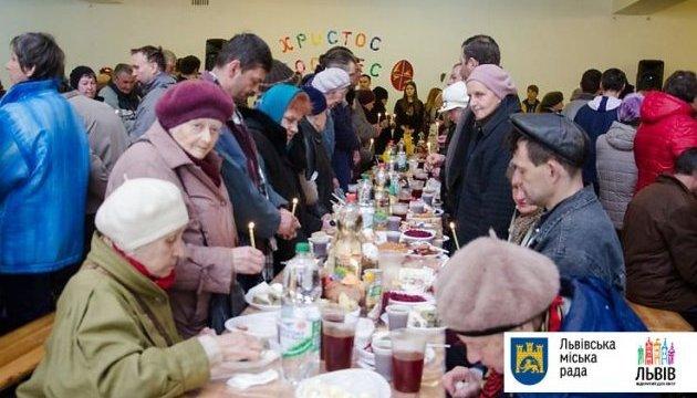 У Львові для безхатченків влаштують традиційні великодні сніданки