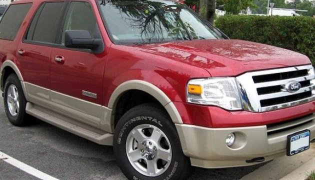 Ford відкликає 350 тисяч позашляховиків і вантажівок
