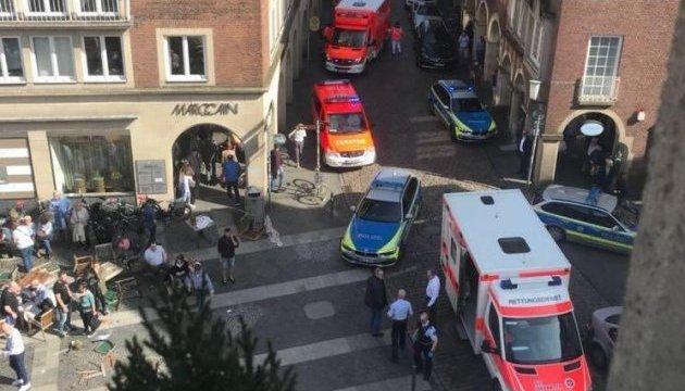 У Німеччині вантажівка протаранила натовп, є загиблі - ЗМІ