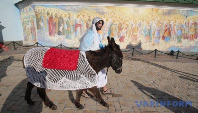 У центрі Києва відтворили біблійний сюжет входження Ісуса до Єрусалима