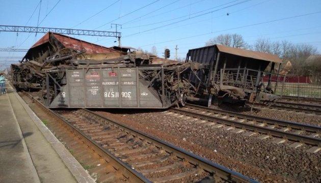 На Львівщині аварія на залізниці  - люди ідуть пішки