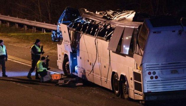 ДТП зі шкільним автобусом у США: постраждали понад 40 дітей