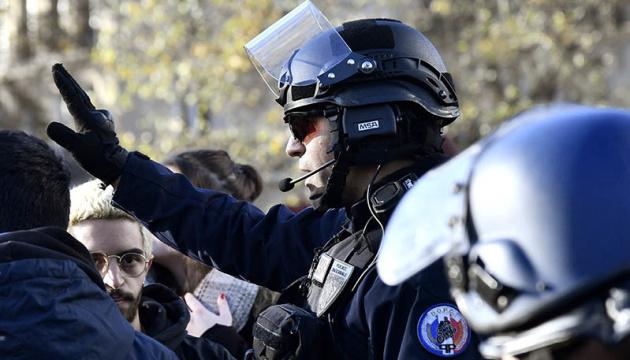 В ходе протестов во Франции задержали уже 130 человек
