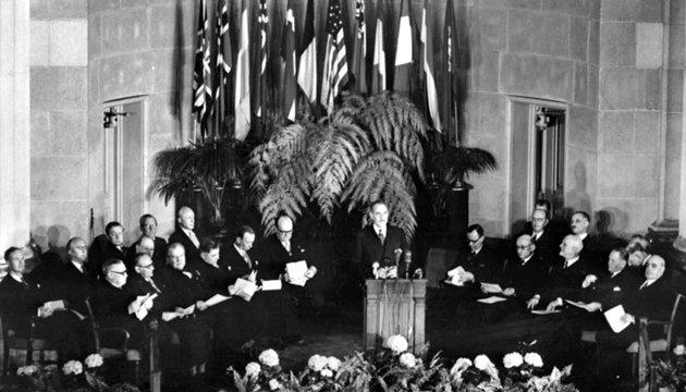 З архіву: СРСР не взяли в НАТО, а картини Шевченка переїхали в дім Терещенка (1949)