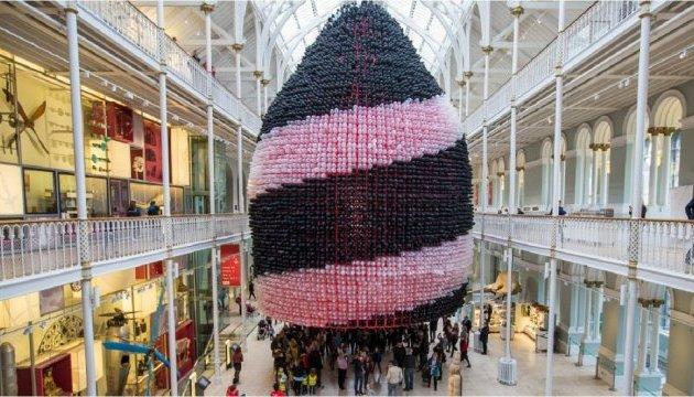 У Шотландії створили гігантську скульптуру з повітряних кульок