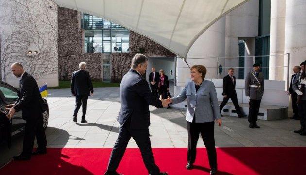 Merkel calls talks with Poroshenko productive
