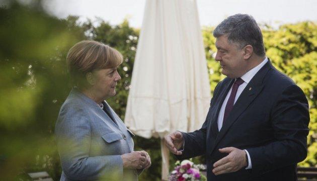 Меркель назвала продуктивными переговоры с Порошенко