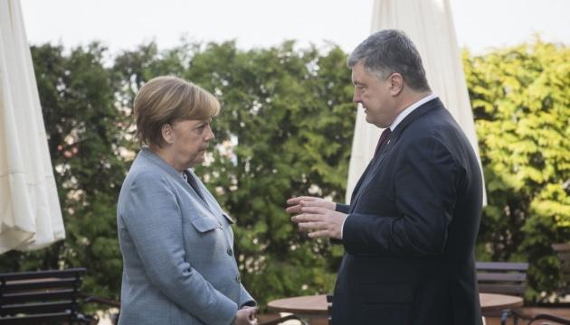 Merkel und Poroschenko erörtern in Kyjiw Donbass, Krim und Situation am Asow Meer