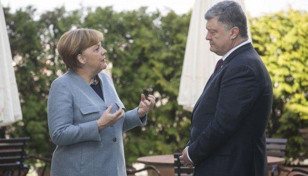 Poroshenko mantiene conversaciones con Merkel