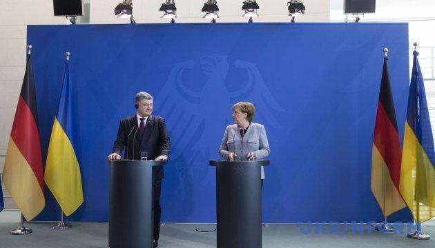 Порошенко поговорил с Меркель об украинских заложниках