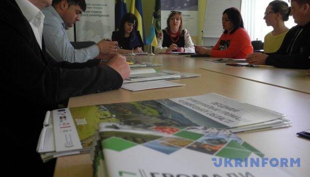Управління закладами культури в ОТГ вперше обговорили на Буковині