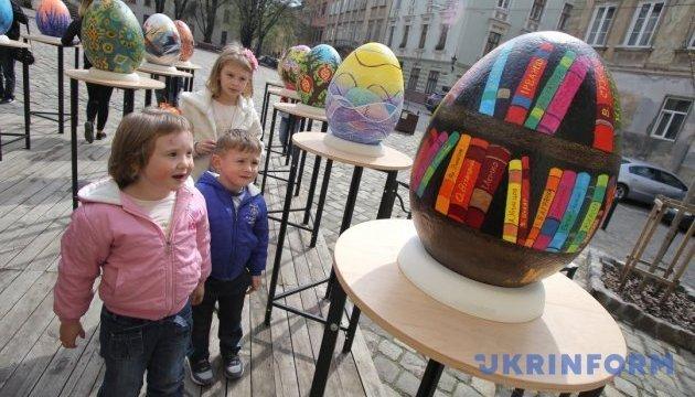 利沃夫市举行复活节彩蛋节