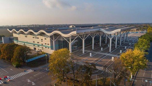 Злітно-посадкову смугу Одеського аеропорту збудують до кінця року