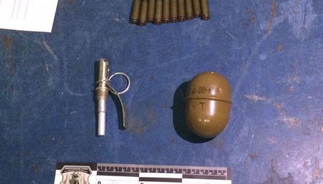 У дворі Київського СІЗО виявили предмети, схожі на гранати — прокуратура