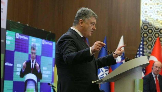 Україна має ухвалити закони для протидії гібридним загрозам РФ - Порошенко