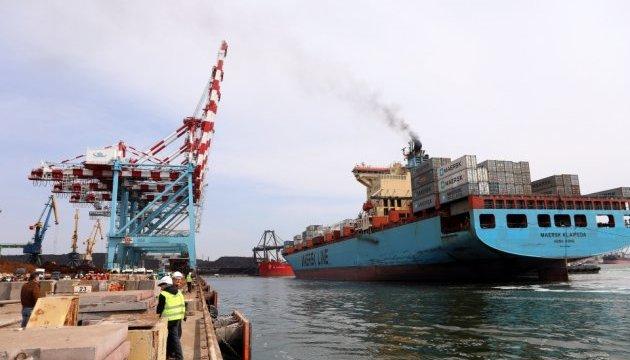 У порт Південний зайшов найбільший контейнеровоз в історії гавані