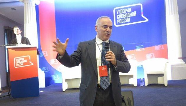 Каспаров закликає зупинити Путіна якомога раніше: Ціна зростає з кожним днем