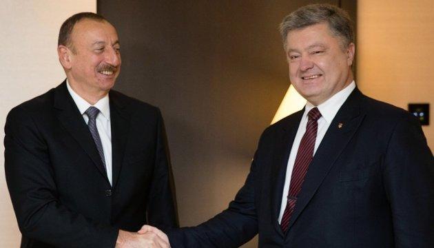 Порошенко привітав Алієва з переобранням на пост президента Азербайджану