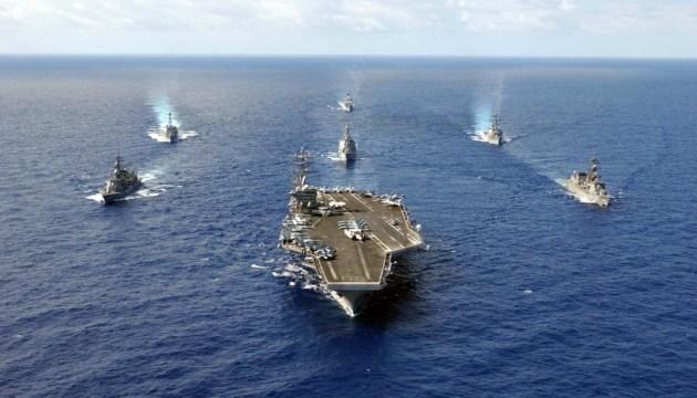 Атомный авианосец и ракетные суда ВМФ США идут на Ближний Восток