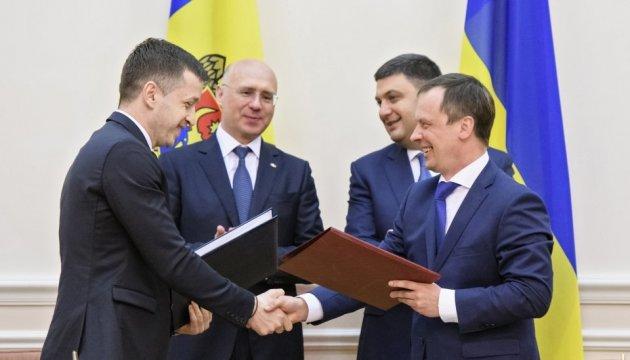 Молдова і Україна підписали лібералізацію авіа- та автотранспортного сполучення