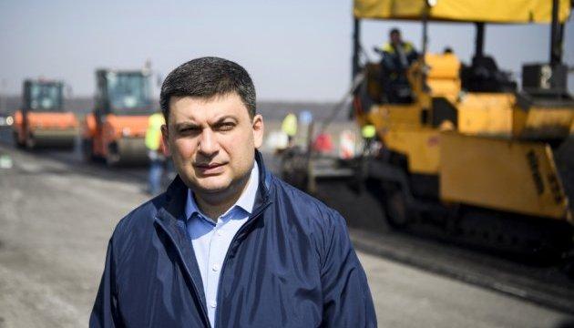 Гройсман чекає звіту Укравтодору про якість ремонту доріг