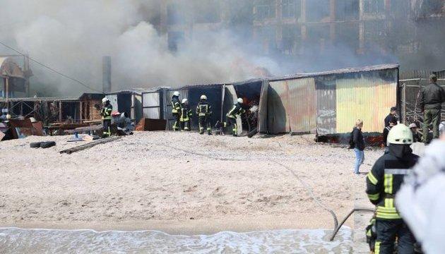 В Одесі на пляжі горить ресторан