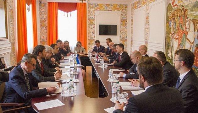 Lukas Parizek: Eslovaquia seguirá apoyando a Ucrania