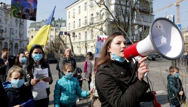 Жителі Вишневого і Борщагівки записали відеозвернення до Порошенка